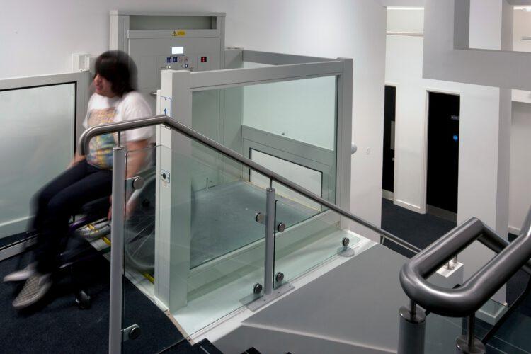 Garantizar la seguridad del aterrizaje de la plataforma elevadora